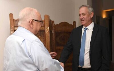 President Reuven Rivlin (L) and Blue and White party leader Benny Gantz meet at the President's Residence in Jerusalem, November 16, 2019 (Mark Neiman/GPO)