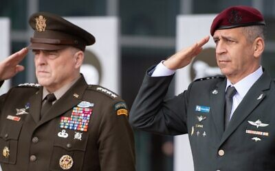 US Chairman of the Joint Chiefs of Staff Gen. Mark Milley, left, and Israel Defense Forces Chief of Staff Lt. Gen. Aviv Kohavi, right, at a ceremony at IDF headquarters in Tel Aviv, November 24, 2019. (IDF)