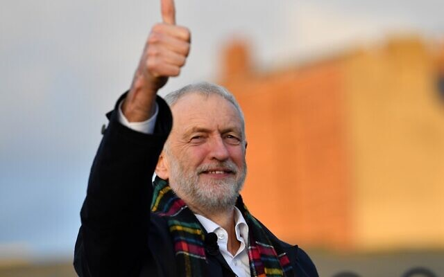 Opposition Labour Party leader Jeremy Corbyn gestures during a general election campaign visit at Whitby Leisure Centre in Whitby, northern England, on December 1, 2019. (Paul ELLIS / AFP)