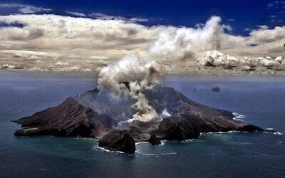 This file photo taken on November 29, 1999 shows New Zealand's most active volcano on White Island in the Bay of Plenty giving off dense plumes of steam and gas. - New Zealand's White Island volcano erupted suddenly on December 9, 2019, prompting fears for a group of visitors seen walking on the crater floor moments before. (Photo by TORSTEN BLACKWOOD / AFP)