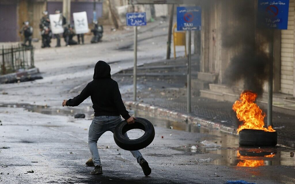 Hebron Palestinians go on strike, clash with troops to protest settlement plan
