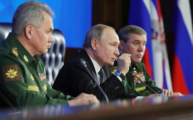 Russian President Vladimir Putin (C) and Russian Defense Minister Sergei Shoigu (L) take part in the annual meeting of the Defense Ministry board, in Moscow on December 24, 2019. (Mikhail Klimentyev/Sputnik/AFP)