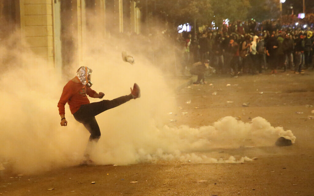 For second night, violent protests rock Lebanese capital