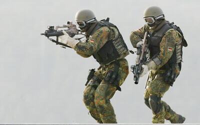 Illustrative: Soldiers of the Special Forces (KSK) of the German army show an exercise in Calw, southwestern Germany, February 5, 2004. (Thomas Kienzle/AP/File)