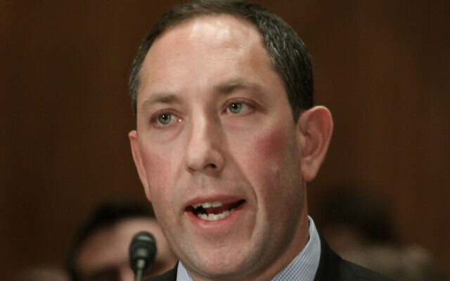 Mitchell Silber testifies on Capitol Hill in Washington, Thursday, Nov. 19, 2009, before the Senate Homeland Security and Governmental Affairs Committee hearing on an assessment of the Fort Hood deaths. (AP/Lauren Victoria Burke)