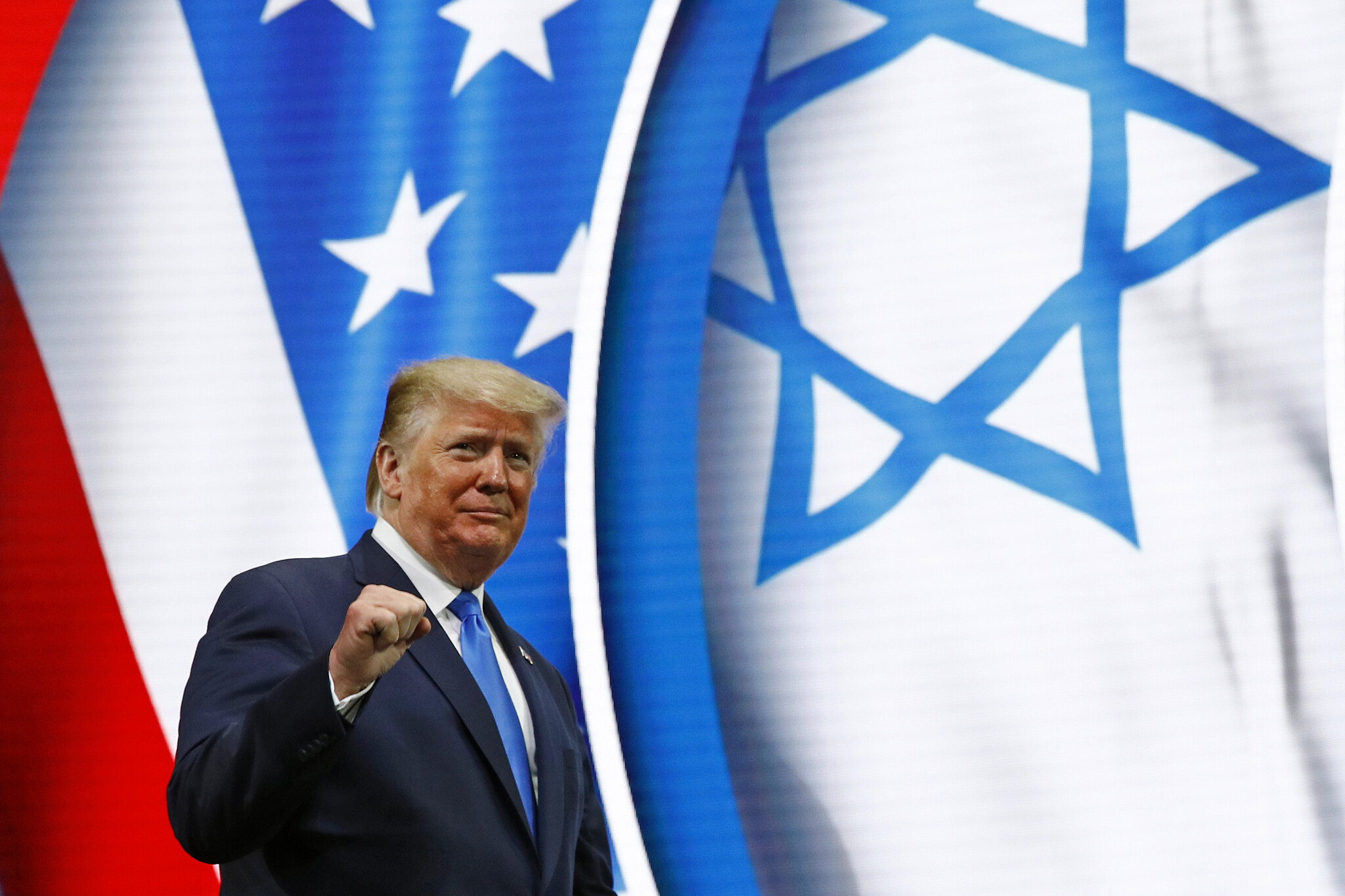 Amid criticism, Trump signs order targeting anti-Semitism at universities