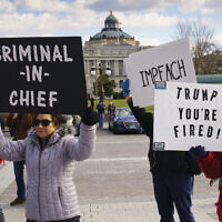 Anti-Trump protesters greet lawmakers as the Democratic-controlled House of Representatives debates impeachment charges against US President Donald Trump for abuse of power and obstruction of Congress, at the Capitol in Washington, December 18, 2019. (AP Photo/J. Scott Applewhite)