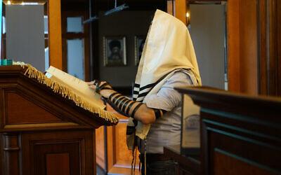 Alexander Vetshteyn prays at the Jurmala synagogue, October 30, 2019. (Cnaan Liphshiz/JTA)