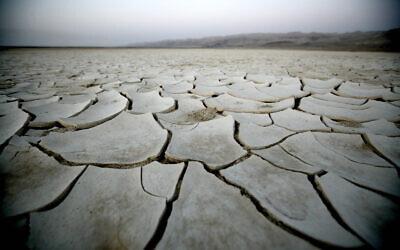 Dry earth in time of drought, north of Israel's Dead Sea.(ABIR SULTAN/Flash90)