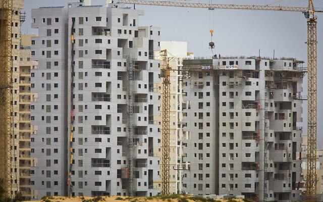 Illustrative: Construction in Ashdod, March 22, 2013. (Moshe Shai/FLASH90)
