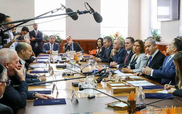 Prime Minister Benjamin Netanyahu leads the weekly cabinet meeting, at his office in Jerusalem, December 1, 2019. (Marc Israel Sellem/Pool/Flash90)