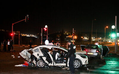 Rescue forces and police at the scene of a deadly collision between two cars on Route 443 near Giv'at Ze'ev on December 1, 2019. (Yonatan Sindel/Flash90)