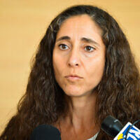 Orly Ginsberg Ben-Ari speaks to the press at the Central District Court in Lod on August 11, 2015. (Flash90)