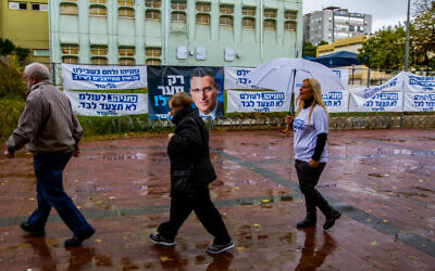 Likud party members arrive at a voting station to cast their vote in the Likud party primaries for the Likud leadership, in Rishon Lezion, on December 26, 2019. (Flash90)