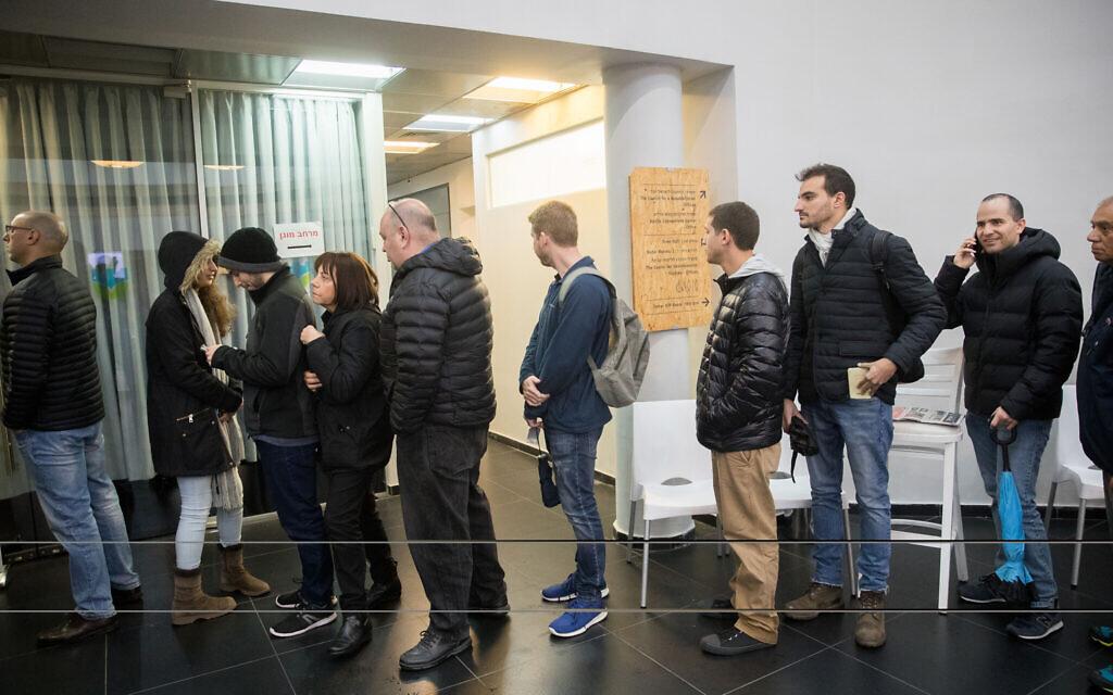 Likud party members at a voting station to cast their vote in primaries for the Likud leadership, in Tel Aviv, on December 26, 2019. (Yonatan Sindel/Flash90)