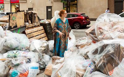 Anna Sacks on one of her trash walks. (Patricia López Ramos)
