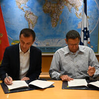Montenegro Defense Minister Pedrag Boskovic (L) and Israeli Defense Ministry General Director Maj. Gen. (Res.) Udi Adam, sign a defense deal, December 15, 2019 (Defense Ministry)