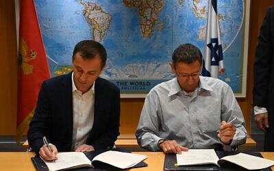 Montenegro Defense Minister Pedrag Boskovic (L) and Israeli Defense Ministry General Director Maj. Gen. (Res.) Udi Adam, sign a defense deal, December 15, 2019 (Defense Ministry)
