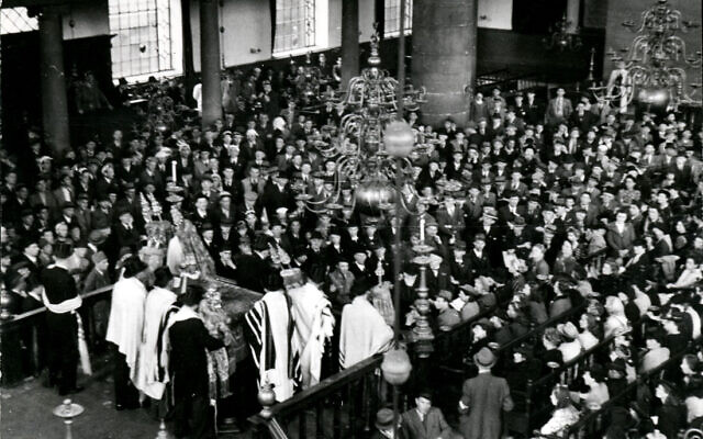 Famous photograph of services at the Portuguese Synagogue in Amsterdam on May 9, 1945, with Holocaust survivors in attendance (public domain)