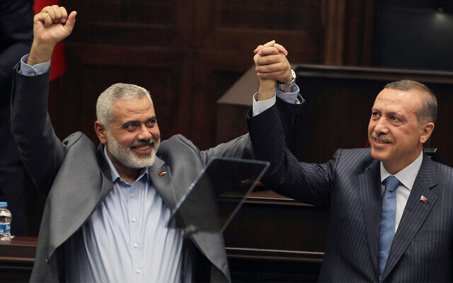 Hamas chief Ismail Haniyeh, left, and Turkish Prime Minister Recep Tayyip Erdogan, in Ankara, Turkey, January 3, 2012. (AP Photo, file)