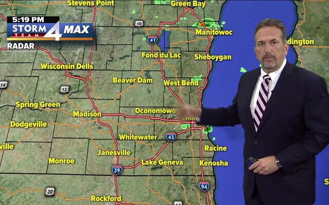 Milwaukee weatherman Scott Steele. (YouTube screenshot)