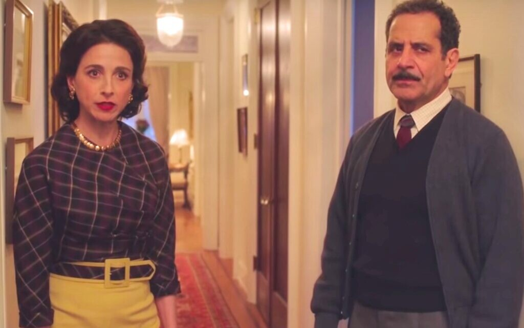 Marin Hinkle and Tony Shalhoub as Rose and Abe Weissman in 'The Marvelous Mrs. Maisel' (screenshot)