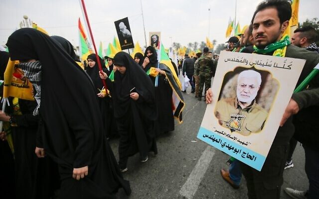 Supporters of the Hashed al-Shaabi paramilitary force and Iraq's Hezbollah brigades attend the funeral of Iranian military commander Qasem Soleimani and Iraqi paramilitary chief Abu Mahdi al-Muhandis (portrait) in Baghdad's district of al-Jadriya, in Baghdad's high-security Green Zone, on January 4, 2020 (Ahmad AL-RUBAYE / AFP)