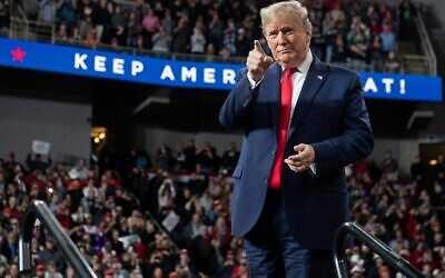 "US President Donald Trump arrives for a ""Keep America Great"" campaign rally at Huntington Center in Toledo, Ohio, on January 9, 2020. (SAUL LOEB / AFP)"