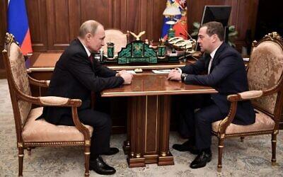 Russian President Vladimir Putin (left) meets with Prime Minister Dmitry Medvedev in Moscow on January 15, 2020. (Alexey Nikolsky/Sputnik/AFP)