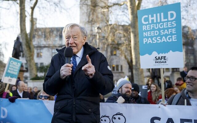 Lord Alf Dubs speaks at a protest to demand protection for rights for refugee children, in Parliament Square in London on January 20, 2020. (Tolga Akemn/AFP)