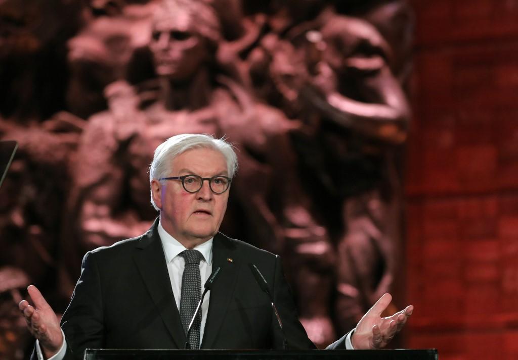 """Afbeeldingsresultaat voor picture German President by holocaust remember in Israel"""""""