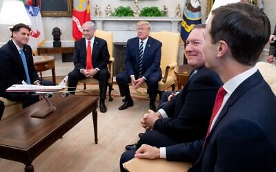 US President Donald Trump meets with Prime Minister Benjamin Netanyahu alongside US Vice President Mike Pence (C), US Secretary of State Mike Pompeo (2nd R) and White House adviser Jared Kushner (R)  in the Oval Office of the White House in Washington, January 27, 2020. (Saul Loeb/AFP)