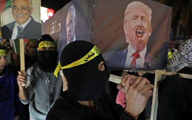 Palestinians carry a mock coffin bearing the portrait of US President Donald Trump during a demonstration in the West Bank city of Nablus on January 28, 2020. (Jaafar ASHTIYEH / AFP)