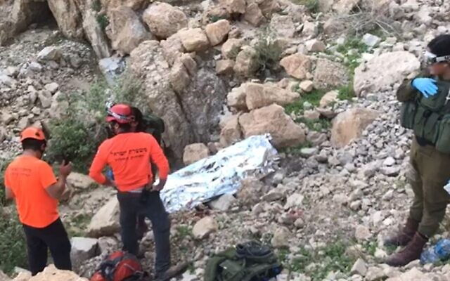 Rescue workers retrieve the body of a  70-year old hiker who died after falling off a cliff at a nature reserve near the Dead Sea on Thursday. (Screenshot)