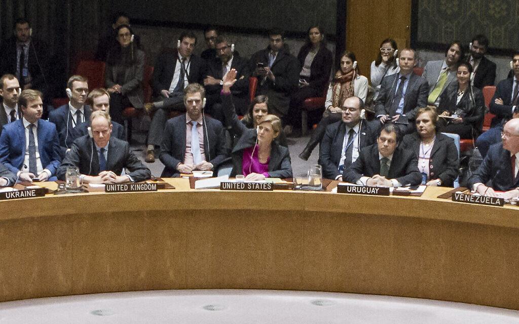 US ambassador Samantha Power signals her country's abstention in the Security Council vote on Resolution 2334, December 23, 2016 (UN Photo/Evan Schneider)