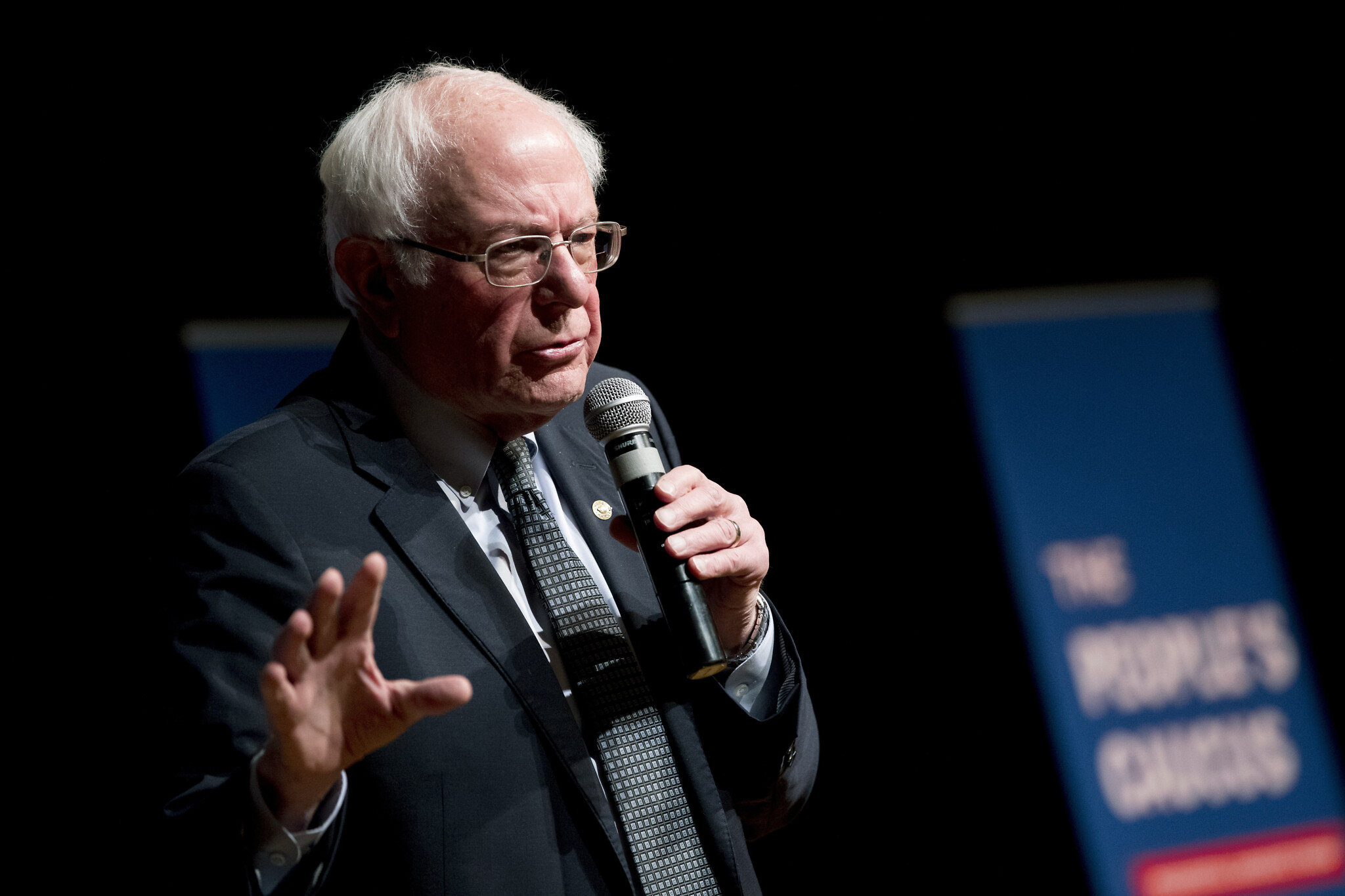 Sanders' rise in polls alarms Democratic political establishment