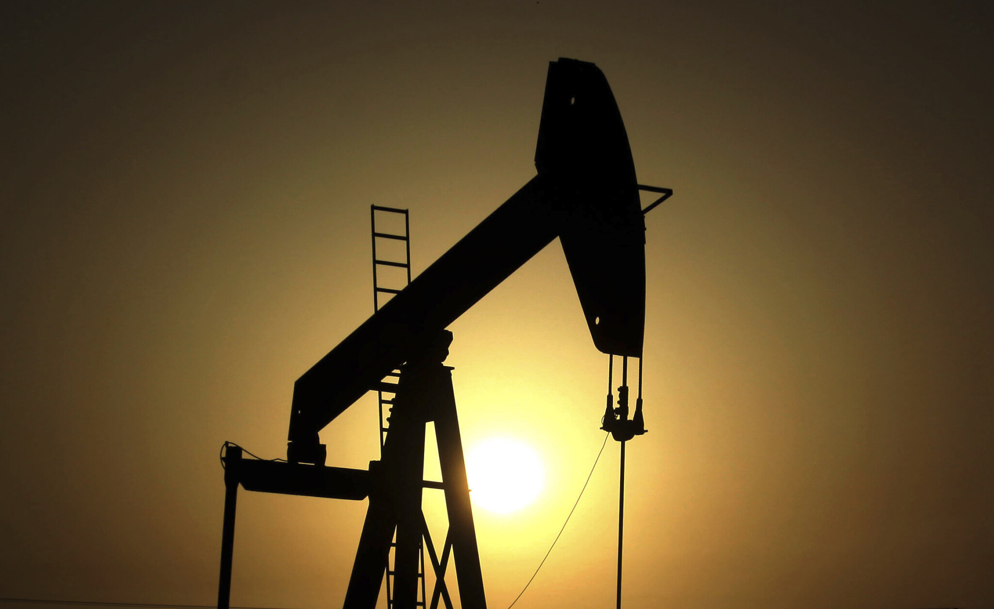 Oil hits $70 as Mideast crisis deepens fear of supply disruption