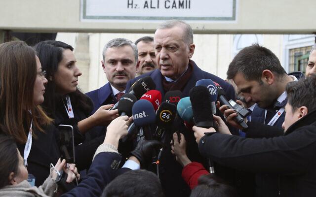 Turkey's President Recep Tayyip Erdogan speaks to the media after Friday prayers, in Istanbul, Jan. 17, 2020  (Presidential Press Service via AP, Pool)