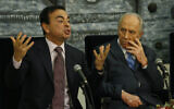 Carlos Ghosn (R) and then Israeli president Shimon Peres at a meeting at the President's Residence in Jerusalem, January 21, 2008. (Michal Fattal/Flash90)