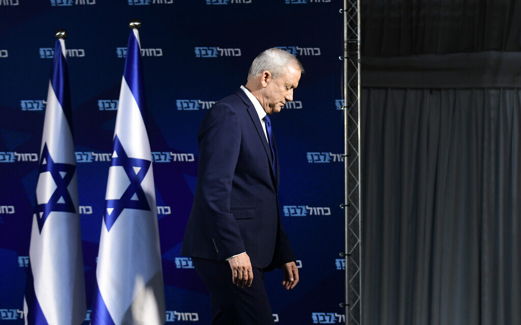 Blue and White party leader Benny Gantz gives a press statement on January 1, 2020. (Flash90)