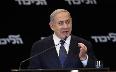 Prime Minister Benjamin Netanyahu announces he'll ask the Knesset from immunity from graft charges during a press conference at the Orient Hotel in Jerusalem on January 1, 2020. (Yonatan Sindel/Flash90)