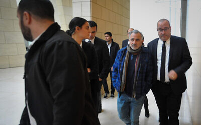Israeli actor Moshe Ivgy arrives to the Haifa Magistrate's Court for the verdict in his trial on suspicion of four counts of indecent assault and three offenses of sexual harassment, January 9, 2020 (Meir Vaknin/Flash90)