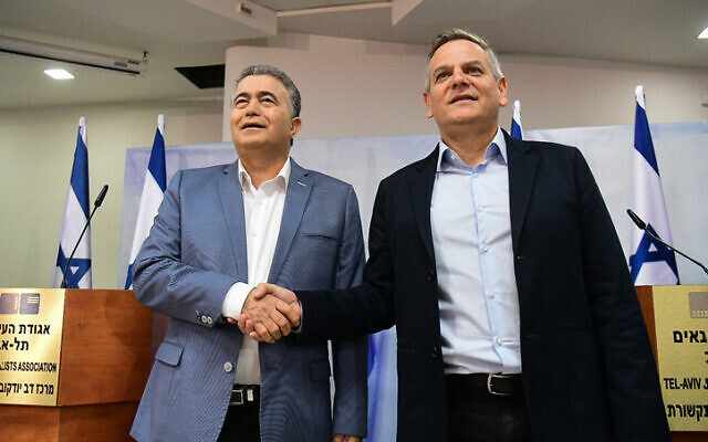 Labor-Gesher head Amir Peretz, left, and Meretz party leader Nitzan Horowitz shake hands during a press conference in Tel Aviv on January 13, 2020. (Flash90)