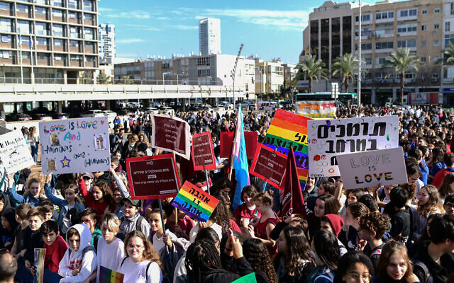 High school students, protesting against Education Minister Rafi Peretz who appeared to call same-sex marriage unnatural, seen during a demonstration at Rabin Square in Tel Aviv, on January 15, 2020. (Tomer Neuberg/Flash90)