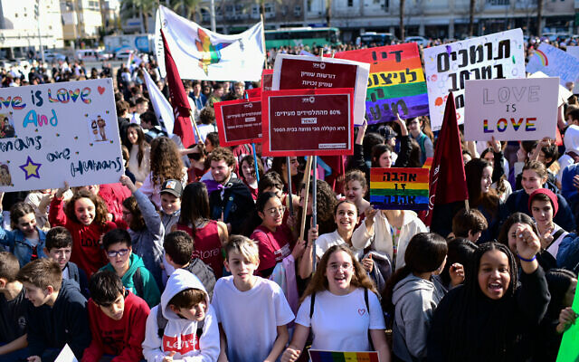 Israel school students protest against Education Minister Rafi Peretz after he called same-sex marriage unnatural at Rabin Square in Tel Aviv on January 15, 2020 (Tomer Neuberg/Flash90)