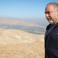 Yisrael Beytenu leader Avigdor Liberman visits the Jordan Valley, January 26, 2020. (Flash90)