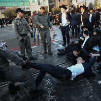 Ultra-Orthodox Jewish men clash with Israeli police as they protest against the jailing of a Jewish seminary student who failed to comply with an army recruitment order in Jerusalem on January 26, 2020. (Yonatan Sindel/Flash90)