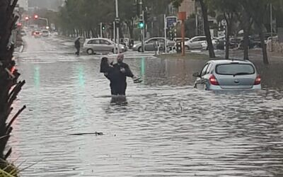 A woman is rescued by police from flooding in Ashdod, January 9, 2020 (Israel Police)