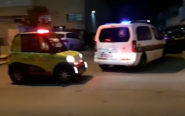 Emergency vehicles at the scene of a suspected murder in Petah Tikva, January 16, 2019. (Screen capture: Ynet)