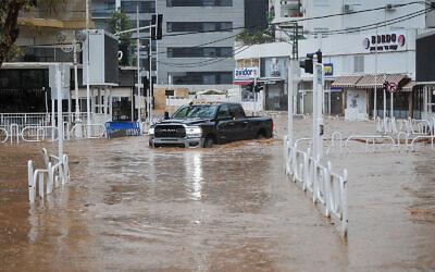 Flooding in Nahariya, January 8, 2020. (Meir Vaknin/Flash90)